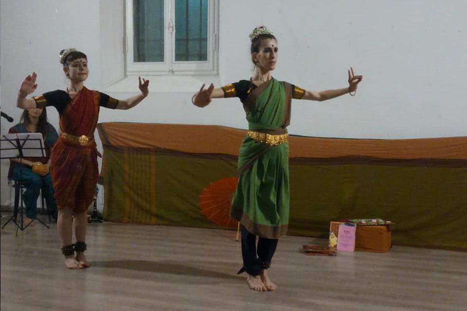 Spettacolo di danze etniche con l'associazione Jaya