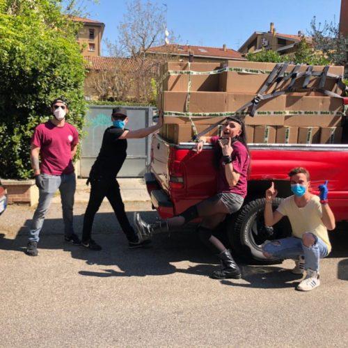 I ragazzi di EDEN PARK portano la spesa (e le uova di Pasqua) a casa per le famiglie di San Lazzaro